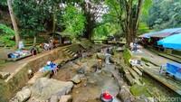 Wisata Alam Cipaniis namanya. Di tempat wisata ini terdapat sungai dengan air yang sangat jernih.