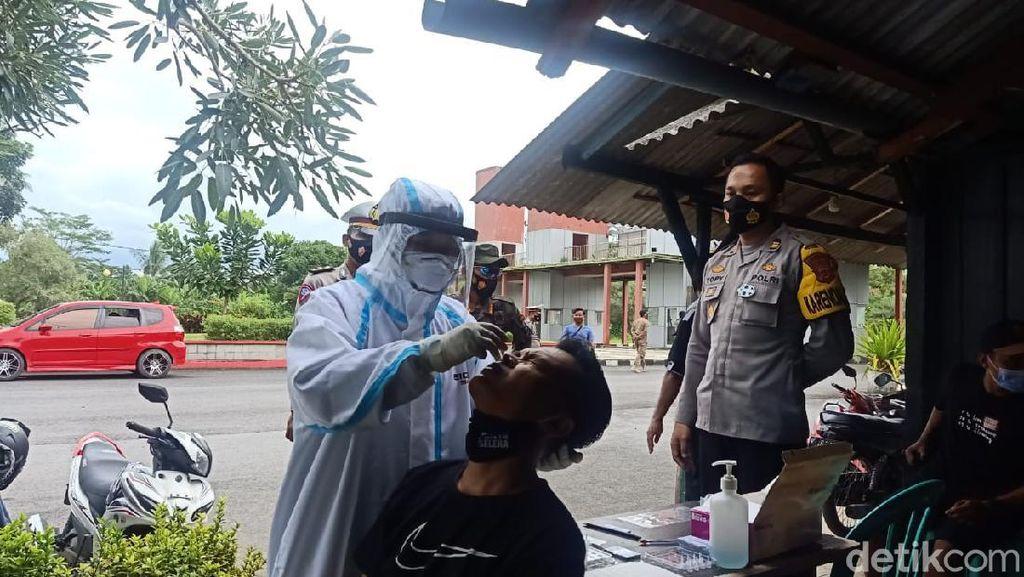 Pengunjung Pantai Pangandaran Jalani Rapid Test Antigen