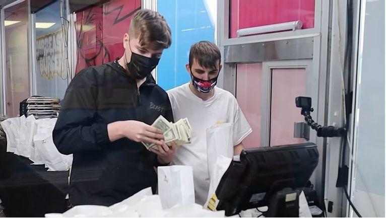 YouTuber Amerika Bikin Resto Gratis dan Bagikan Segepok Uang