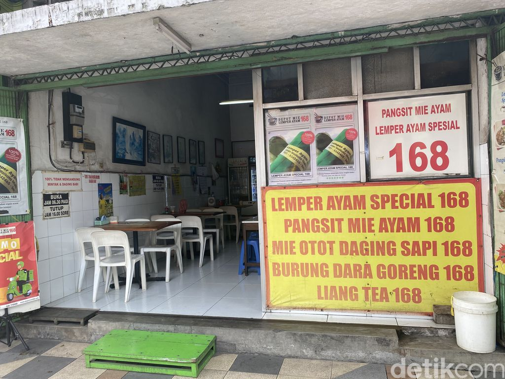 Ayo Rek! Sarapan Enak Pangsit Mie dan Bakwan Sapi Klasik di Surabaya