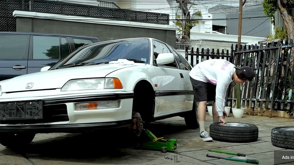 Ban Depan dan Ban Belakang Mobil Mereknya Beda, Boleh Enggak, Sih?