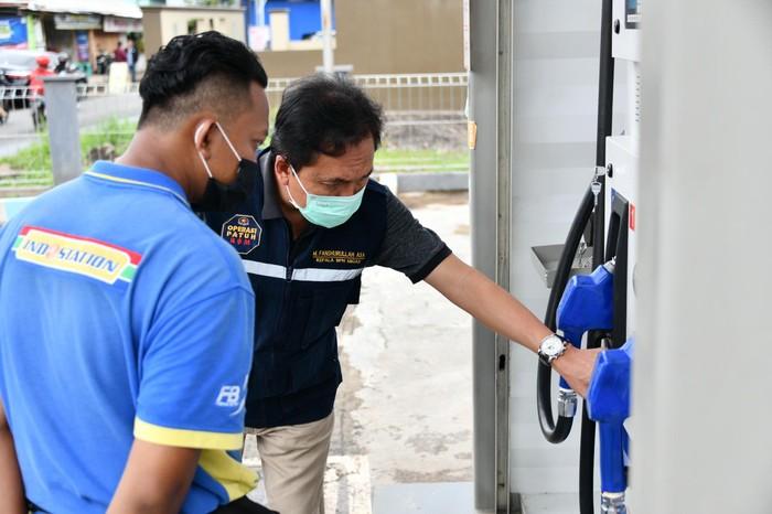 Kepala BPH Migas, M Fanshurullah Asa bersama Tim BPH Migas meninjau langsung ke salah satu SPBU mini atau Microsite Exxonmobil di Jl. Taman Sari, Tasikmalaya