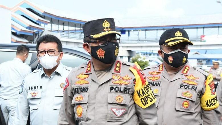 Kepala Korps Lalu Lintas (Kakorlantas) Polri Irjen Istiono mengatakan bahwa terjadi penurunan jumlah wisatawan di Bali dari Banyuwangi sebesar 90%. (Adhyasta Dirgantara/detikcom)