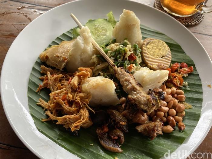 Nasi Ayam Kedewatan Ibu Mangku : Kelezatan Nasi Ayam Legendaris Bali