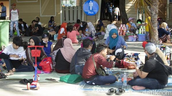 Data pukul 15.00 WIB total sebanyak 21.000 orang mendatangi Ancol.