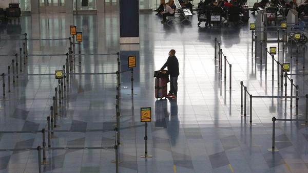 Pembatalan penerbangan diketahui berkaitan dengan kebijakan Jepang yang melarang warga negara asing (WNA) non-residen untuk masuk ke wilayah mereka mulai hari ini, Senin (28/12/2020).