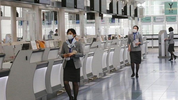 Para pendatang pun diwajibkan untuk menjalani karantina selama 2 pekan usai tiba di Jepang.