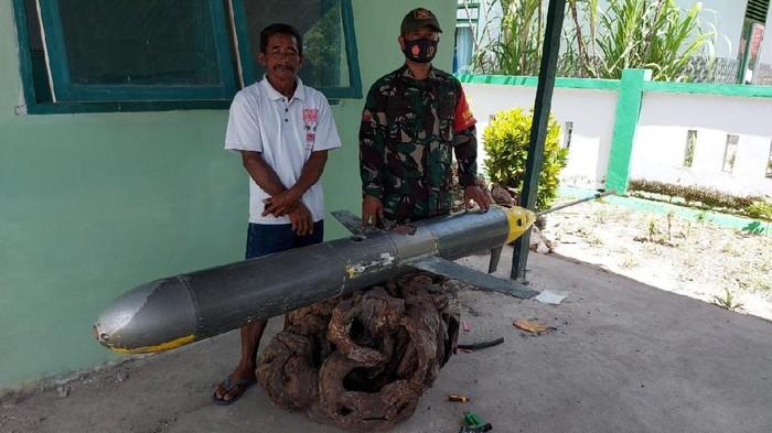 Benda asing mirip rudal dan terpasang kamera ditemukan di laut Selayar (dok. Istimewa).