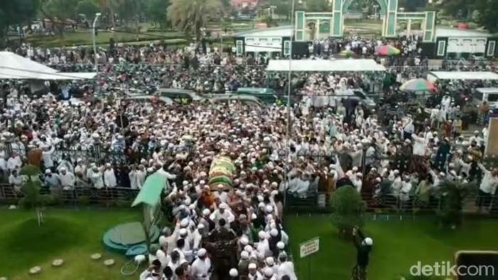 Habib Hasan Assegaf Pasuruan wafat, ribuan pelayat hadiri pemakaman