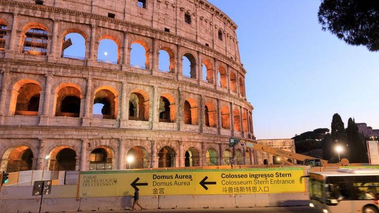 Italia mencari insinyur untuk merekonstruksi lantai Colosseum di Roma