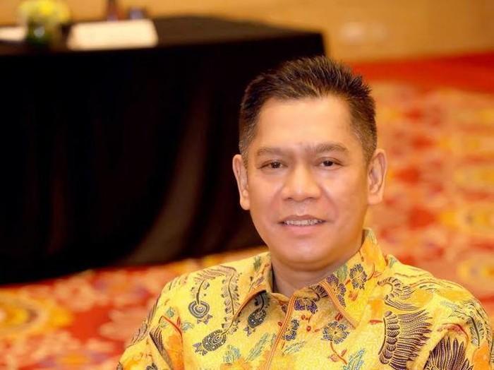 Ketua Ormas MKGR, Adies Kadir