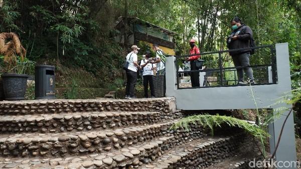 Penataan Seke Genjer ini jadi salah satu upaya konservasi air. Hingga saat ini, ada dua seke di Kota Bandung yang sudah direvitalisasi menjadi ruang publik.