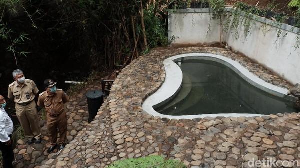 Pemanfaatan mata air di Kota Bandung tidak hanya diambil airnya saja. Baru-baru ini, Pemerintah Kota (Pemkot) Bandung meresmikan Mata Air Seke Genjer di Jalan Cigadung menjadi ruang terbuka publik yang baru.