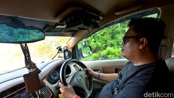Selama kurang lebih 18 tahun menjadi sopir Taksi ia mengaku sudah melintasi 3 negara yang ada di daratan Borneo, Kalimantan Barat, Malaysia hingga Brunei Darussalam.