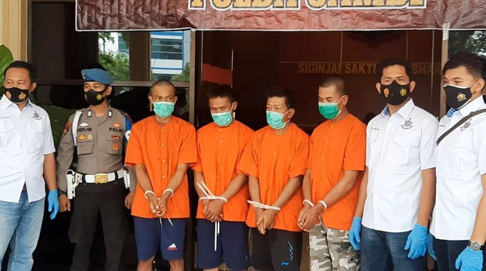 Polda Jambi tangkap 4 terduga dalam kerusuhan di Kerinci, Jambi.