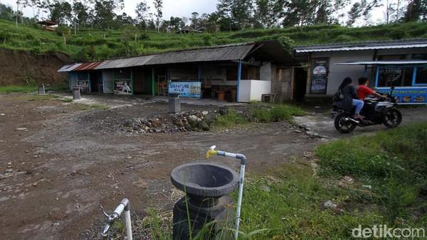 Tempat tersebut ditutup karena status Siaga Level III Gunung Merapi belum diturunkan.