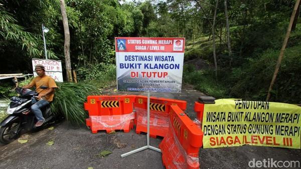 Akses menuju Bukit Klangon ditutup dengan barrier.