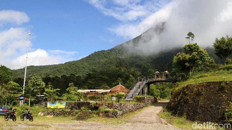 Kawasan wisata Bukit Klangon, Cangkringan, Sleman, DIY, masih tutup. Kawasan ini ditutup status Siaga Level III Gunung Merapi.