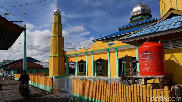 Pada zaman dahulu kala, Kerajaan Selimbau yang berdiri sejak abad ke-8 itu merupakan sebuah kerajaan Hindu yang terbesar. Penyebaran Islam pun terjadi hingga akhirnya sebuah Masjid yang ada di Kecamatan Selimbau, Kabupaten Kapuas Hulu, Kalimantan Barat pun menjadi peninggalan yang harus dijaga.