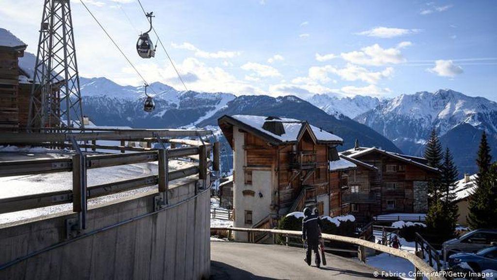 Ratusan Tamu Asal Inggris Kabur dari Karantina Corona di Resor Ski Swiss