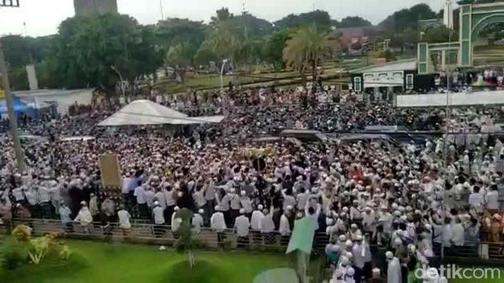 Ribuan Pelayat Hadiri Pemakaman Habib Hasan Assegaf Pasuruan