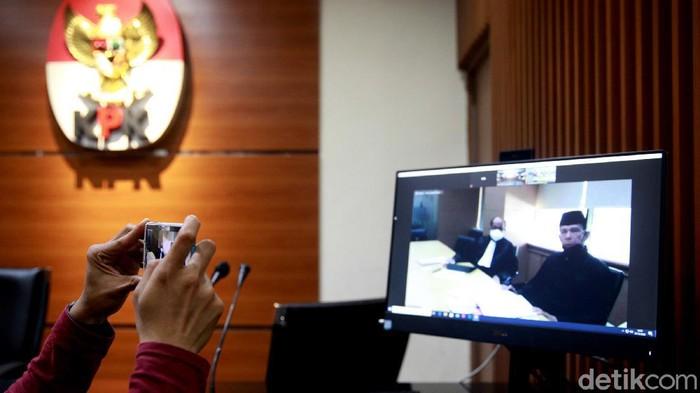 Eks anggota BPK Rizal Djalil jalani sidang perdana terkait kasus korupsi proyek SPAM di Kemen PUPR. Rizal Djalil ikuti sidang perdana itu secara virtual.