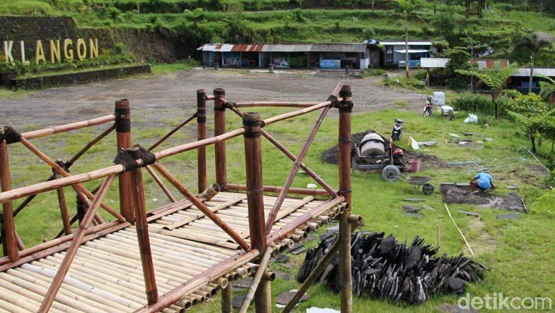 Kawasan wisata Bukit Klangon, Sleman, DIY, ditutup akibat status Siaga Gunung Merapi. Hal ini dimanfaatkan pengelola dengan pemberbaiki sejumlah fasilitas.