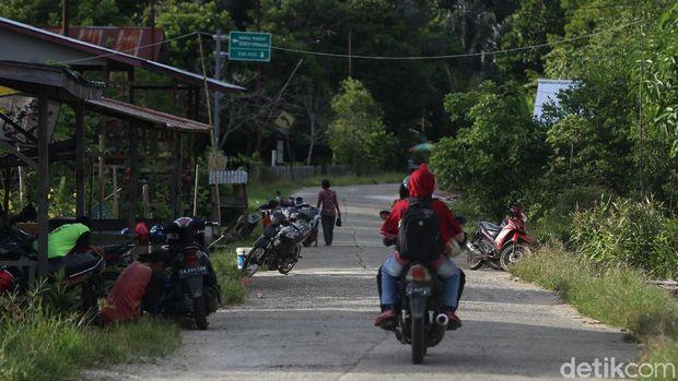 Di Perbatasan RI-Malaysia, Sepeda Motor Ditinggal Begitu Saja di Jalan