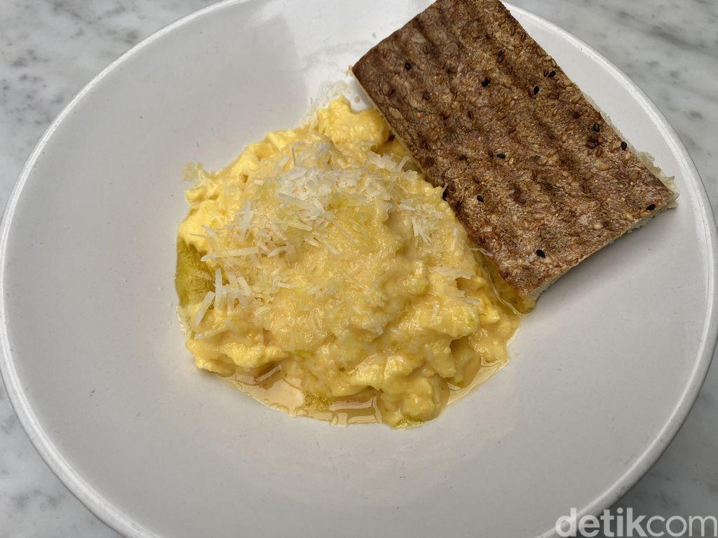 Truffle Scrambled Eggs