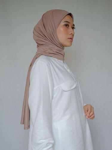 Bahan hijab katun.