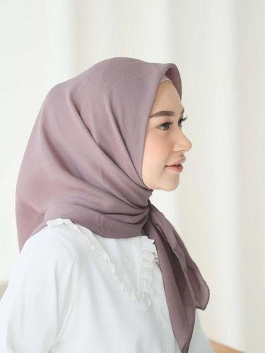 Bahan hijab voal andalan hijabers.