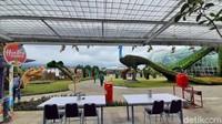 Jika kondisi cerah, wisatawan bisa menikmati lokasi itu dengan latar Gunung Arjuno. Baloga juga bekerjasama dengan peneliti dari Universitas Muhammadiyah Malang (UMM) dan Universitas Brawijaya (UB) dan Balai Penelitian Tanaman Jeruk dan Buah Subtropika (Balitjestro). (Muhammad Aminudin/detikTravel)