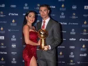 Seksinya Georgina Rodriguez saat Temani Cristiano Ronaldo di Red Carpet
