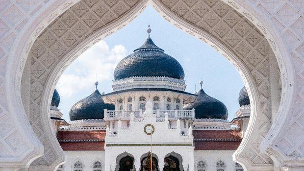 Masjid terindah di Nusantara, Masjid Baiturrahman Aceh dan Masjid 99 Kubah Makassar.