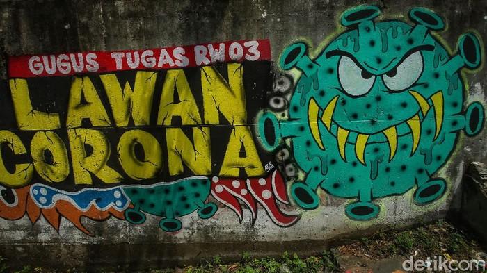 Bentuk aspirasi lawan Corona terus terbentuk di masa pandemi. Salah satunya lewat mural yang menghiasi Jalan Raya Cakung Cilincing, Jakarta Timur.