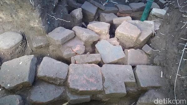 Struktur yang ditemukan itu diperkirakan berasal dari satu masa yang sama dengan Candi Pawon, yaitu sekitar abad ke-8 sampai 10 Masehi. (Eko Susanto/detikTravel)