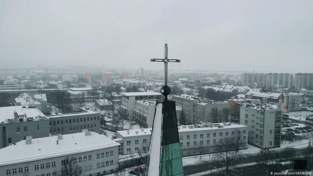 Politisasi Agama di Polandia Surutkan Kepercayaan pada Gereja