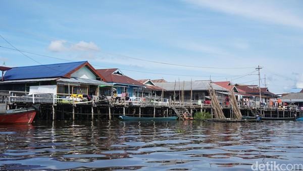 Sungai tidak hanya sekedar penghubung daratan saja di Kalimantan, namun berperan penting juga bagi roda perekonomian warga di sana. (Wahyu Setyo Widodo/detikTravel)