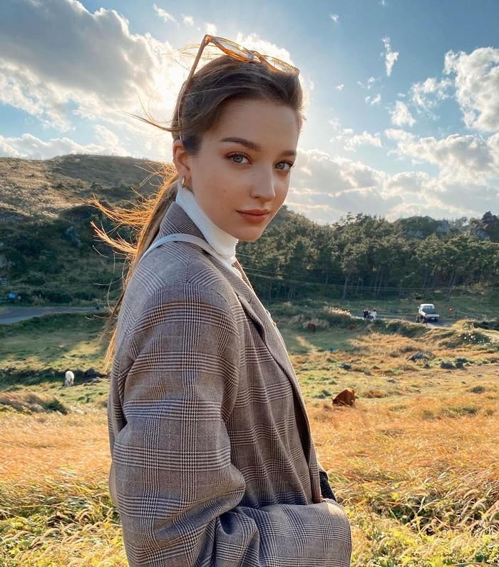 10 Potret Angelina Danilova, Model Rusia yang Populer di Korea