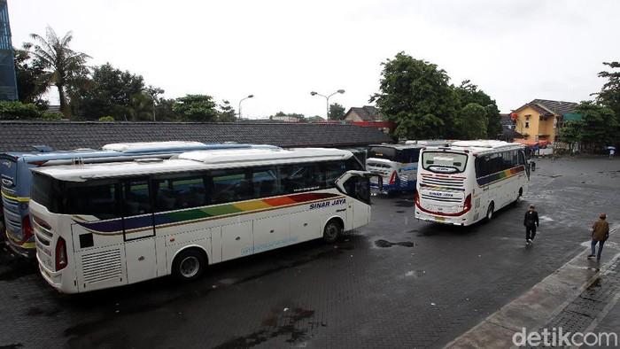 Libur tahun baru kerap dimanfaatkan warga untuk pergi ke luar kota, salah satunya Yogyakarta. Seperti apa suasana di Terminal Giwangan saat libur tahun baru?