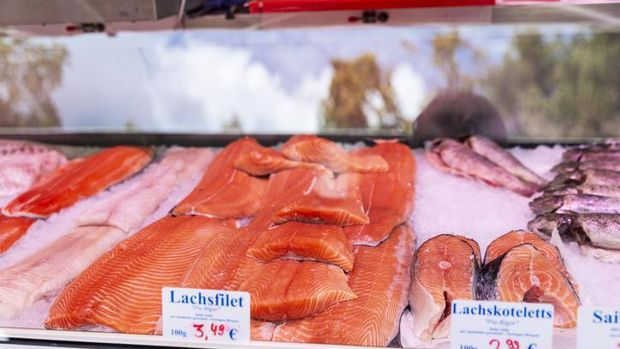 Here's How to Choose Salmon for BBQ Serving