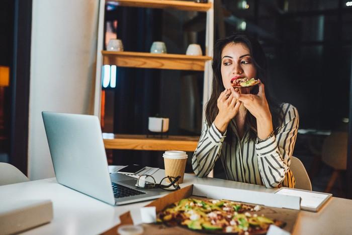 Cara Menurunkan Berat Badan Tanpa Harus Berhenti Makan, Simak Yuk!