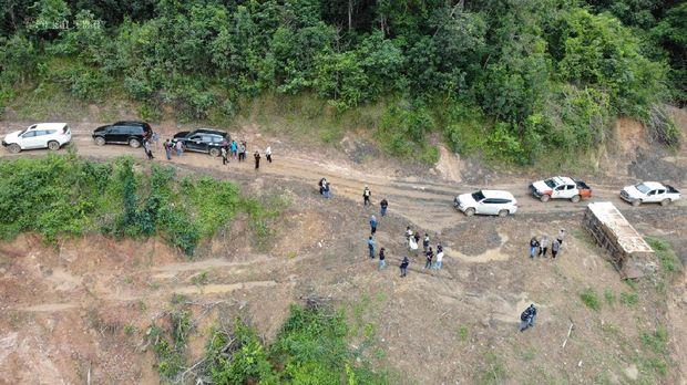 Dinas Lingkungan Hidup Banjar dan DLH Kalsel sidak lokasi tambang batu bara ilegal yang merusak Sungai Mangkauk (dok Istimewa)