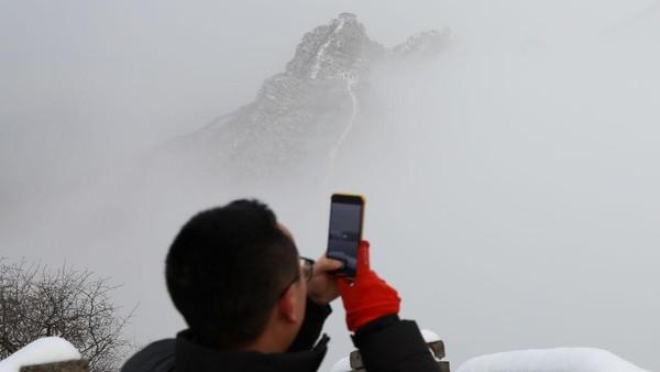 Walau tampak alami dan indah, tapi nyatanya sisi Tembok Besar China ini kerap memakan korban jiwa.