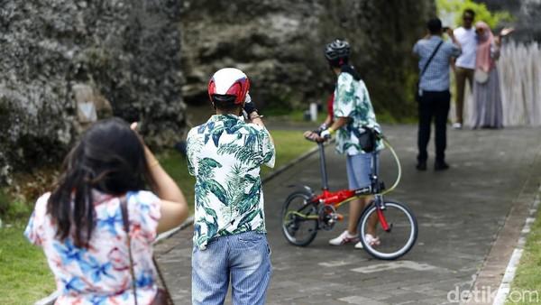 Saat ini GWK melakukan promo tiket masuk untuk wisatawan. Khusus KTP Bali, wisatawan hanya perlu membayar Rp 60.000 per orang. Sementara wisatawan di luar Bali masuk dengan harga Rp 85.000 per orang.