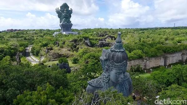 Tim detikcom melakukan Road Trip Jakarta-Bali. Dengan Toyota Hybrid, detikTravel bersama detikOto, detikFood, detikFoto dan 20Detik menelusuri tiap sudut Bali menjelang akhir tahun. Salah satunya destinasinya yakni Garuda Wisnu Kencana.