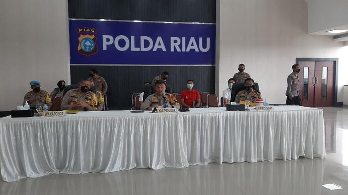Konferensi pers di Polda Riau (Raja Adil-detikcom)