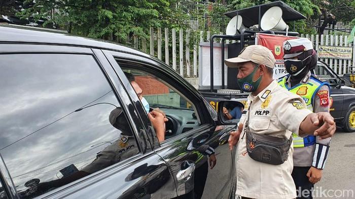 Mobil Wisatawan di Puncak Bogor