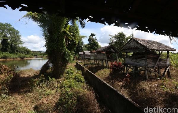 Rumah Mayat (Kulambu) suku dayak Taman ini memang dianggap oleh masyarakat sebagai peninggalan dan tradisi yang sangat berharga.