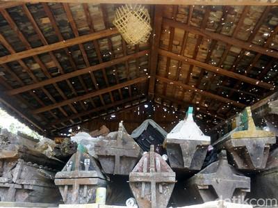 Rumah Mayat Kulambu, Pemakaman Adat Suku Dayak yang Bikin Merinding